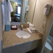 Ramada by Wyndham Fresno Double Bedroom Bathroom